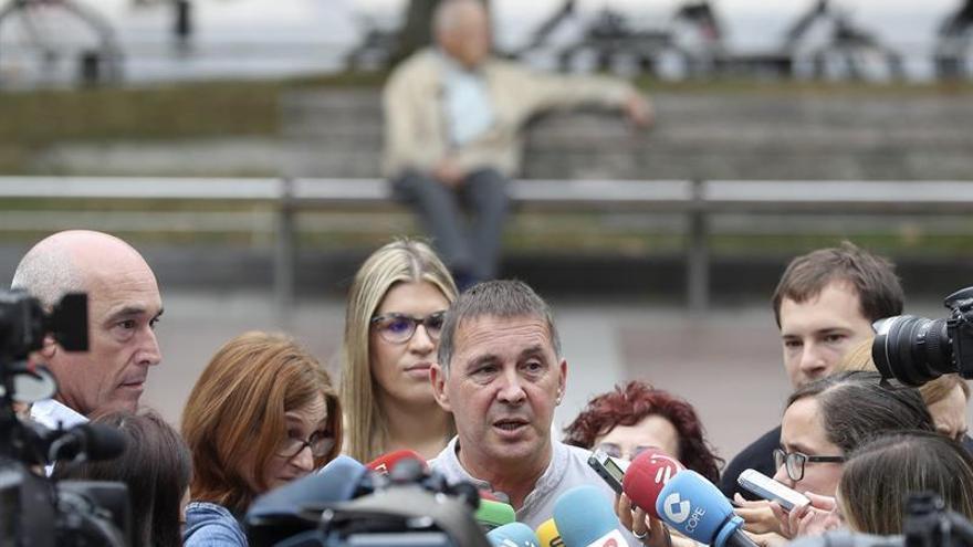 Otegi: EH Bildu no está ni en el turista 'go home' ni en el aquí no pasa nada