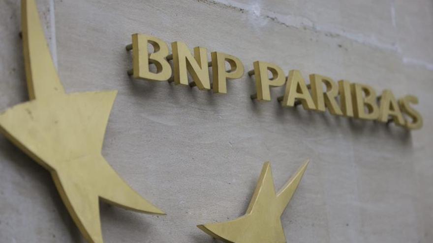 El beneficio neto de BNP Paribas cae un tercio en el primer trimestre. EPA/IAN LANGSDON/Archivo