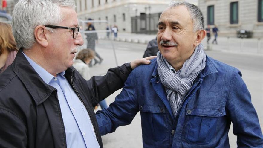 Toxo y Álvarez ven bien que el PSOE gaste 1.300 millones en crear empleo público