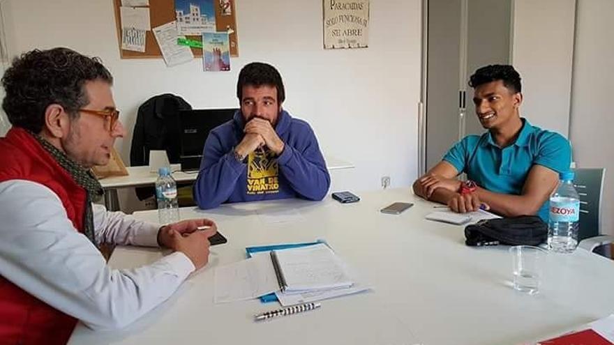 Imagen extraída de la página web de la asociación Ujec, a la derecha Giyaur