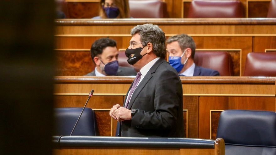 El ministro de Inclusión, Seguridad Social y Migraciones, José Luis Escrivá, interviene durante una sesión de control en el Congreso de los Diputados, a 12 de mayo de 2021, en Madrid, (España). Durante el pleno el Ejecutivo se enfrentará a las preguntas d