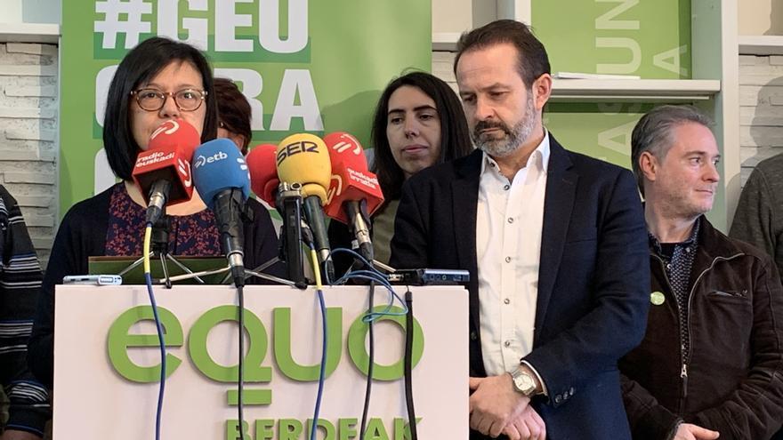 José Ramón Becerra, en la rueda de prensa en la sede de Equo-Berdeak en Vitoria