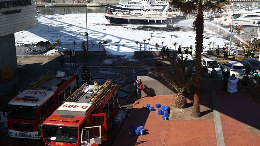 Extinguido el incendio en el puerto, con cuatro barcos destruidos y hundidos