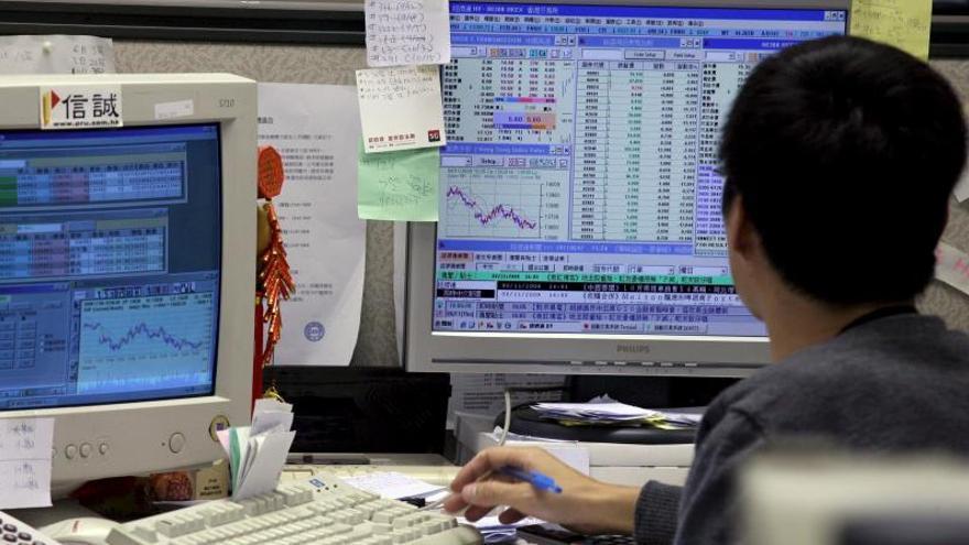 Hong Kong gana un 0,84 por ciento a media sesión
