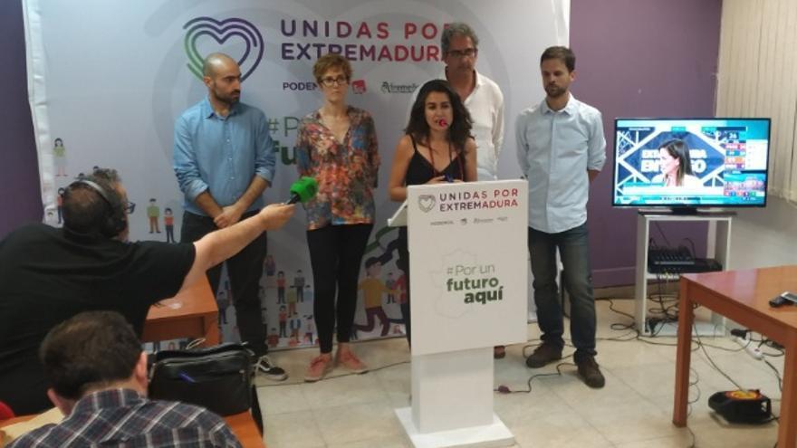 La candidata de Unidas por Extremadura a la Presidencia de la Junta, Irene de Miguel, valorando los resultados electorales
