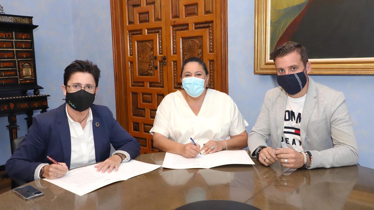 Firma del convenio con el Ayuntamiento de Fuente Tójar.