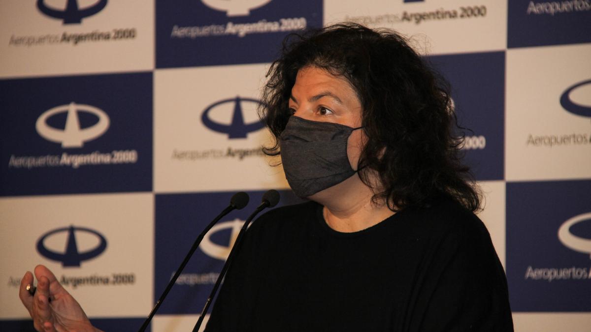 La ministra de Salud, Carla Vizzotti, en conferencia de prensa en Ezeiza