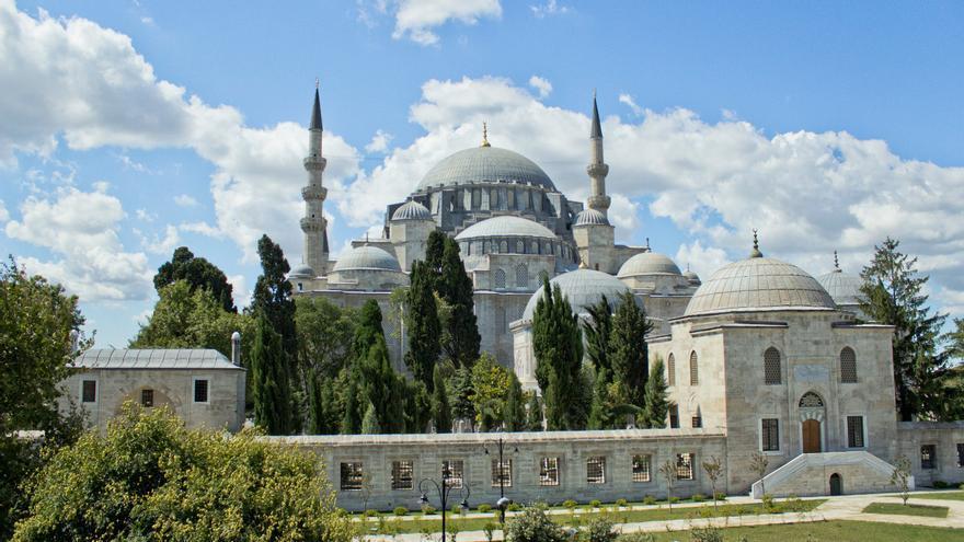 Fachada de la Mezquita de Soleimán, una de las más espectaculares de Estambul.
