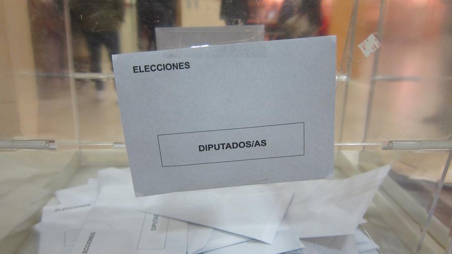 Interior barajó que los españoles en el extranjero pudiesen votar por Internet