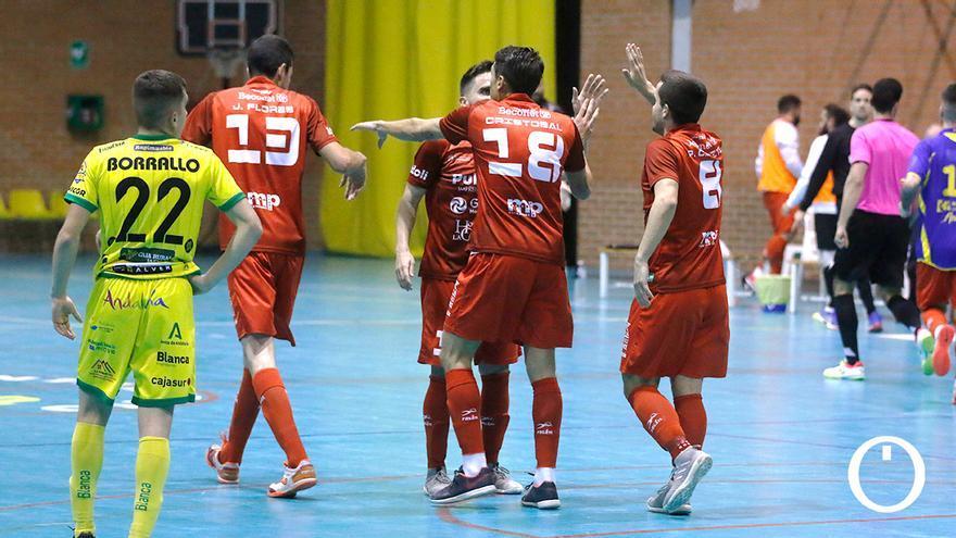 Los jugadores del Bujalance celebran un gol.