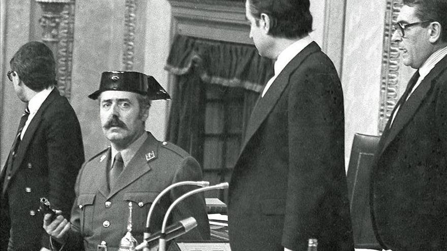 Sale a subasta el tricornio del teniente coronel Antonio Tejero