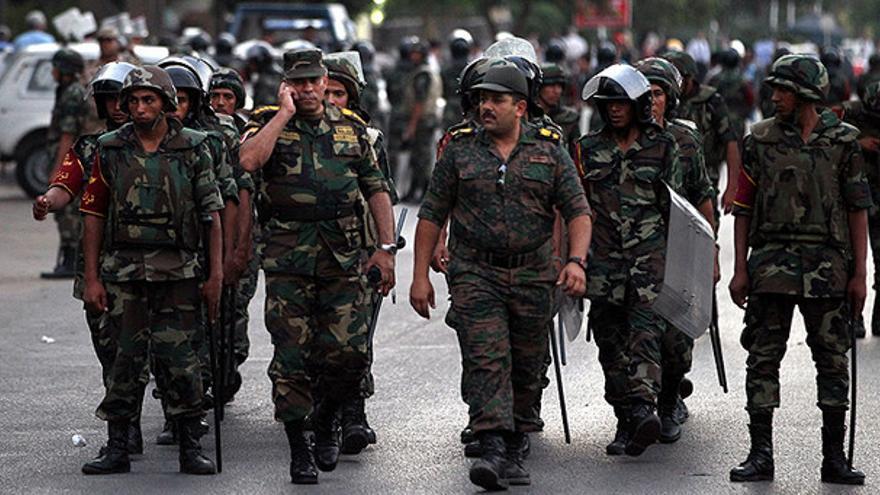 El Ejército egipcio, desplegado en el barrio cairota de Nasr City (Efe)