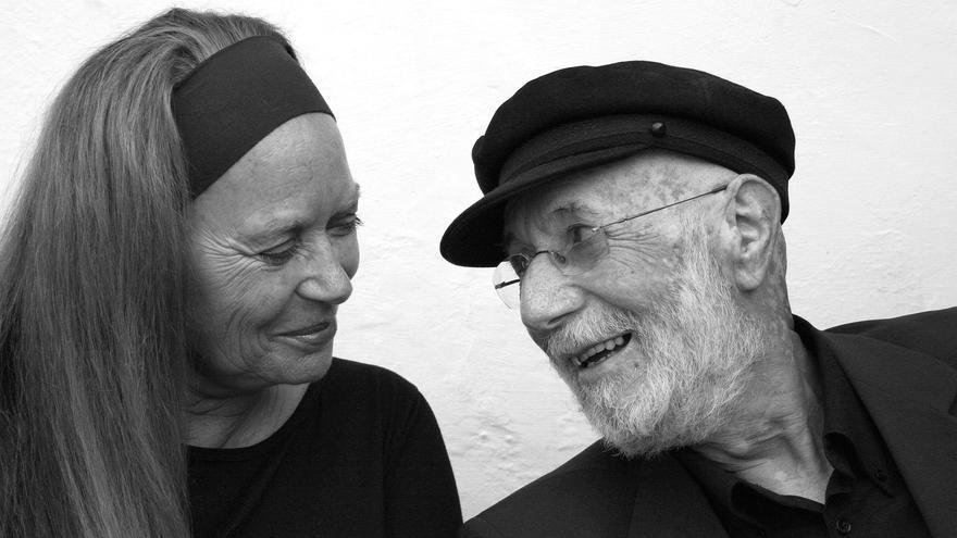 Pilar Rey y su inseparable compañero Antonio Abdo.