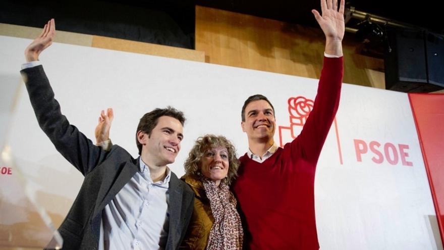 """(AMP) Pedro Sánchez lamenta que Rajoy trate de dar """"lecciones de patriotismo"""""""