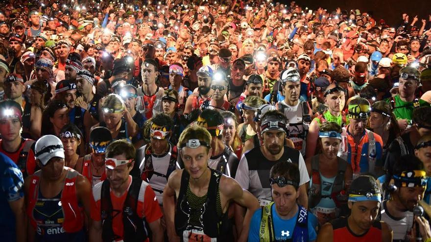Instantes anteriores a la salida de la Ultramaratón Transvulcania Naviera Armas 2016. Foto: Saúl Santos/Transvulcania.