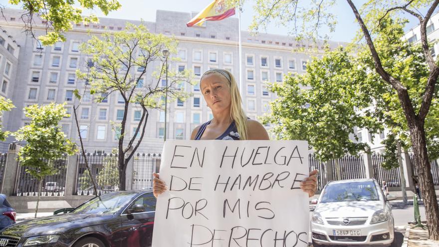 La exsoldado asegura que ha iniciado una huelga de hambre hace 8 días