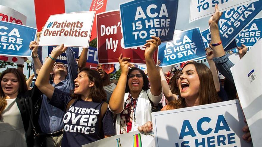 Activistas de EE.UU. animan a registrarse en Obamacare pese al fallo de un juez