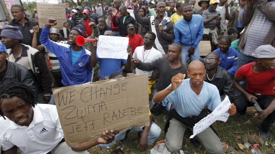 Los mineros sudafricanos aceptan oferta salarial y acaban la huelga de Marikana