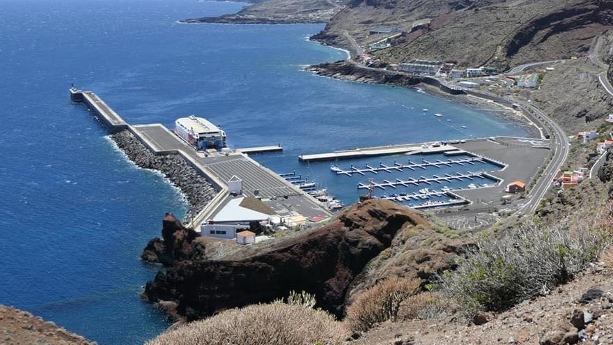 Naviera Armas programa dos conexiones extra entre El Hierro y Tenerife por acumulación de carga