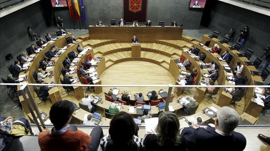 El Parlamento de Navarra exige a ETA que anuncie la disolución y la entrega de las armas