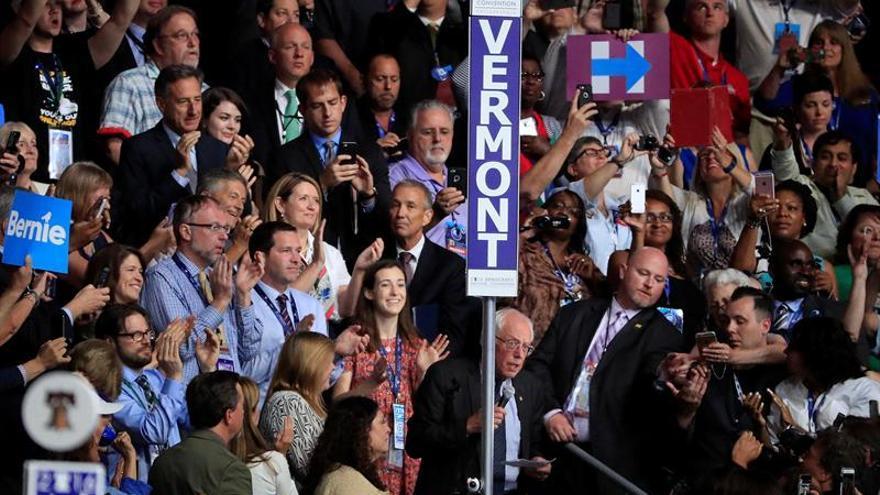 Sanders cede sus delegados y pide el voto unánime en favor de Clinton