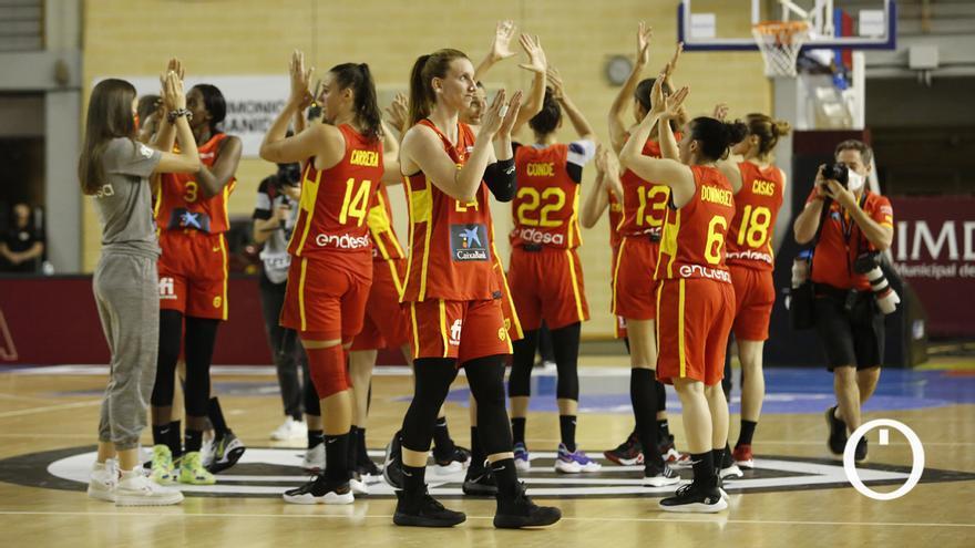 Las jugadoras de España celebran su segundo triunfo en Córdoba