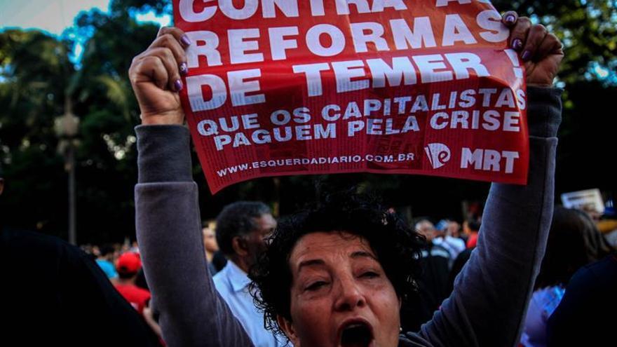 Las centrales obreras rechazan la ley de tercerización laboral aprobada por Temer