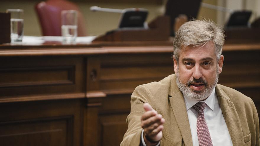 """El PSOE acusa al PP de """"corrupción"""" por apoyar la moción de censura en Santa Cruz con una tránsfuga"""