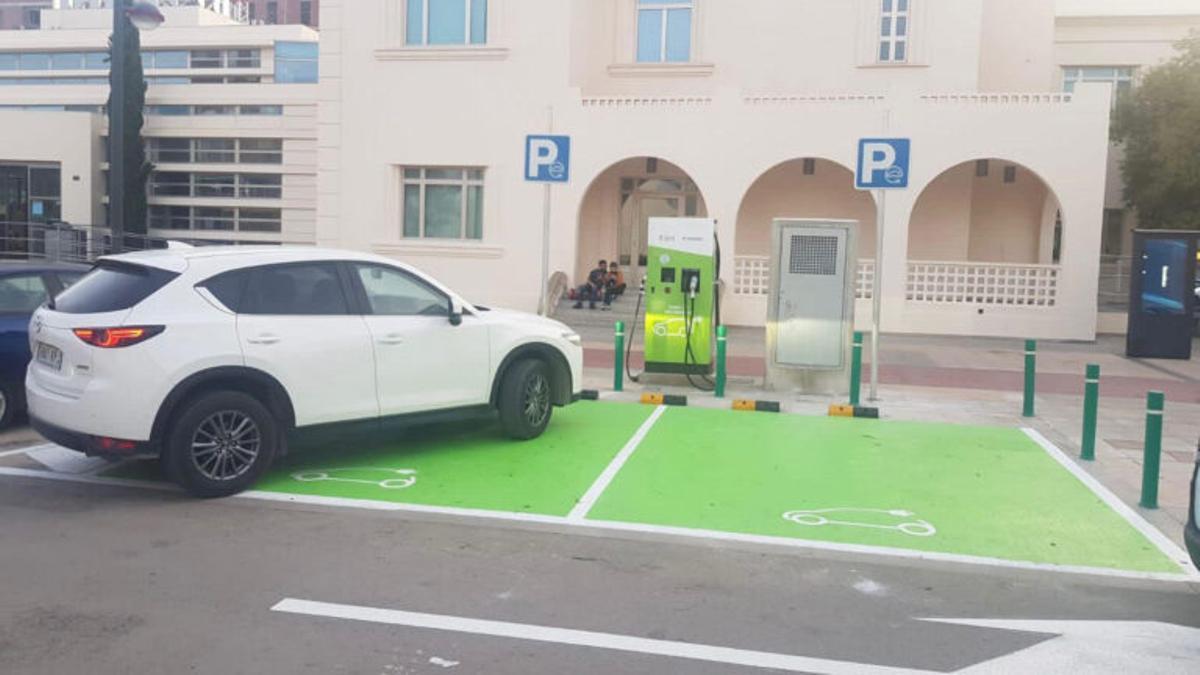 Un dels nous punts de recàrrega per a vehicles elèctrics.