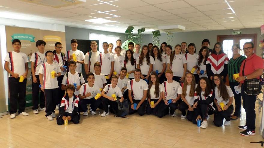 Alumnos de 2º,  3º y 4º de la ESO  del CEIP  Sagrada Familia durante su visita el Complejo de Los Morenos en el marco del programa 'La Palma Recicla'. Foto: Cabildo de La Palma.