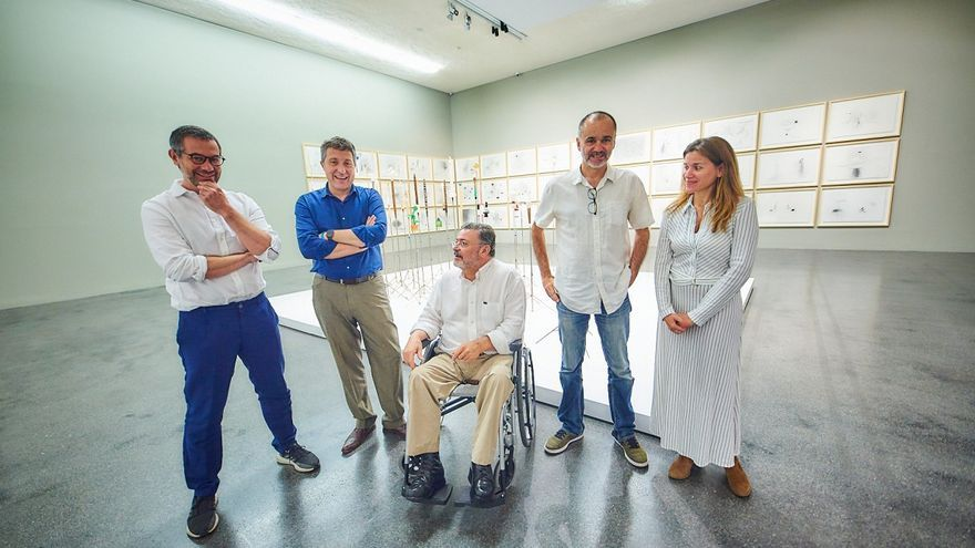 Gonzalo González, en el centro de la foto, en una imagen facilitada por TEA este miércoles