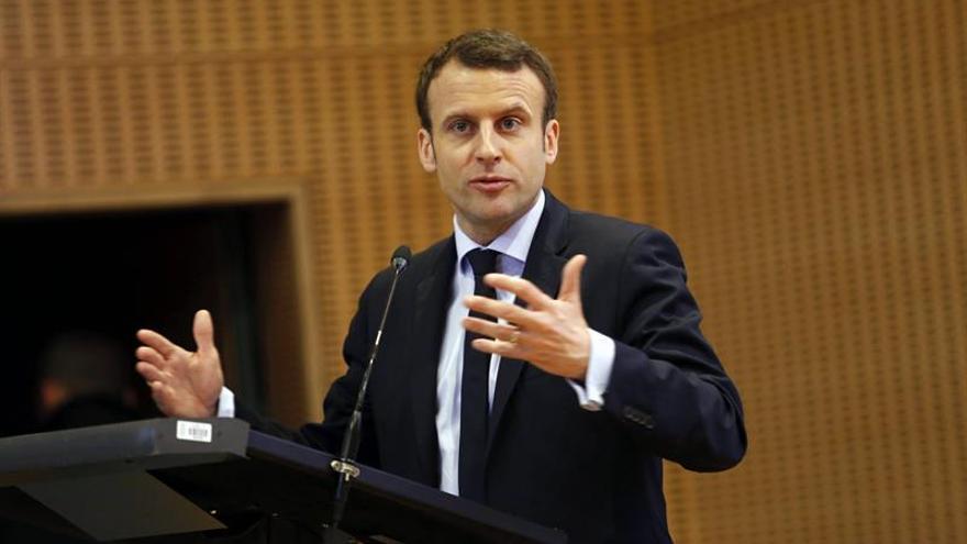 Macron dice que lucha cada día para que no gane Le Pen, que rompería Europa