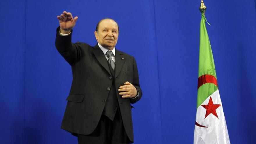 Buteflika regresa a Argelia tras someterse a una revisión medica en Francia