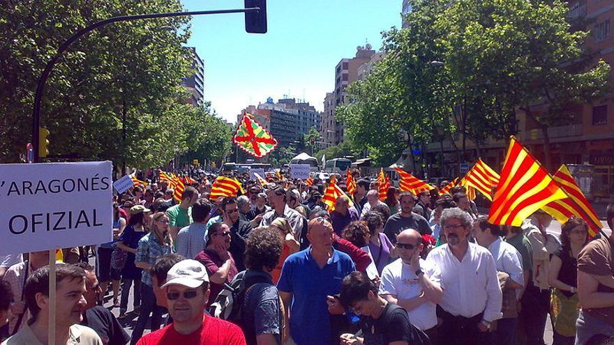 Manifestación, en 2003, por la oficialidad de las lenguas en Aragón.