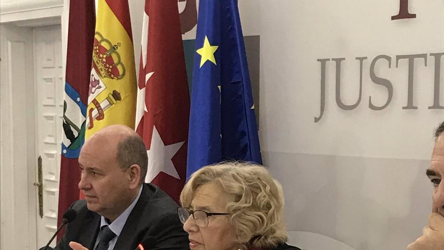 La alcaldesa de Madrid, Manuela Carmena, durante un desayuno informativo en el ICAM.
