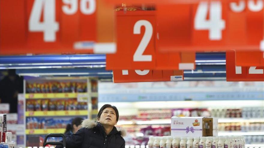 China recorta los tipos de interés un cuarto de punto para estimular economía