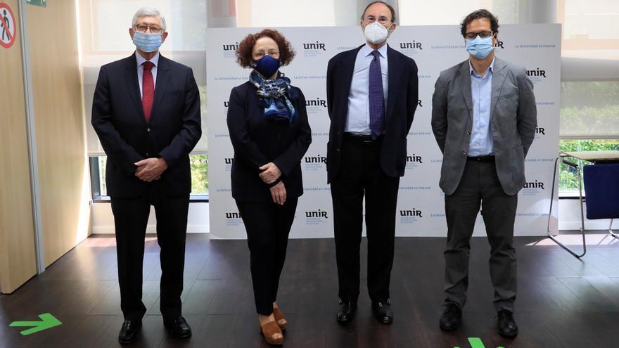 Emilio Lamo de Espinosa: La UE tiene que pasar de herbívora a carnívora