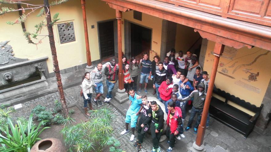 Personas del Centro de Migraciones de Vecindario visitando la Casa de Colón en la capital grancanaria.