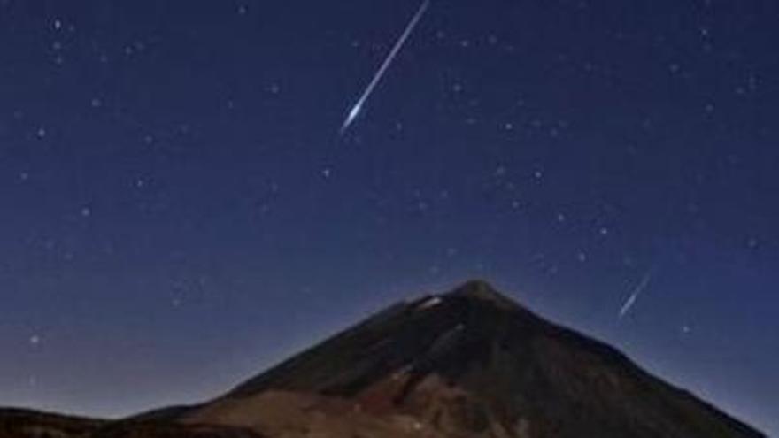 Lluvia de estrellas fugaces en el Teide / M.Serra-Ricart, IAC