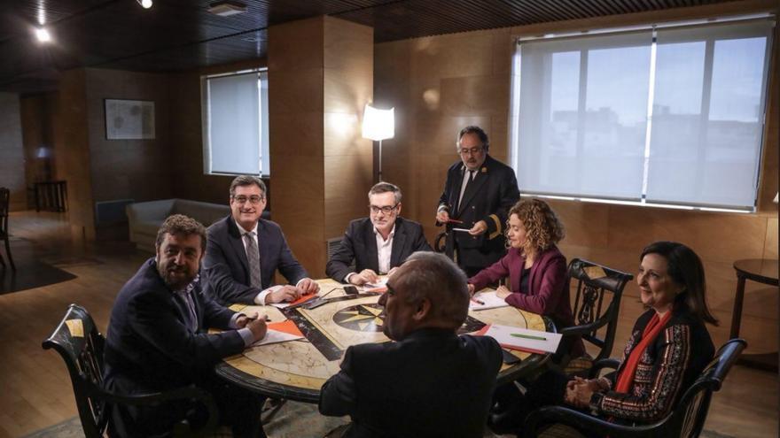 Reunión de PSOE y Ciudadanos para abordar la reforma electoral.