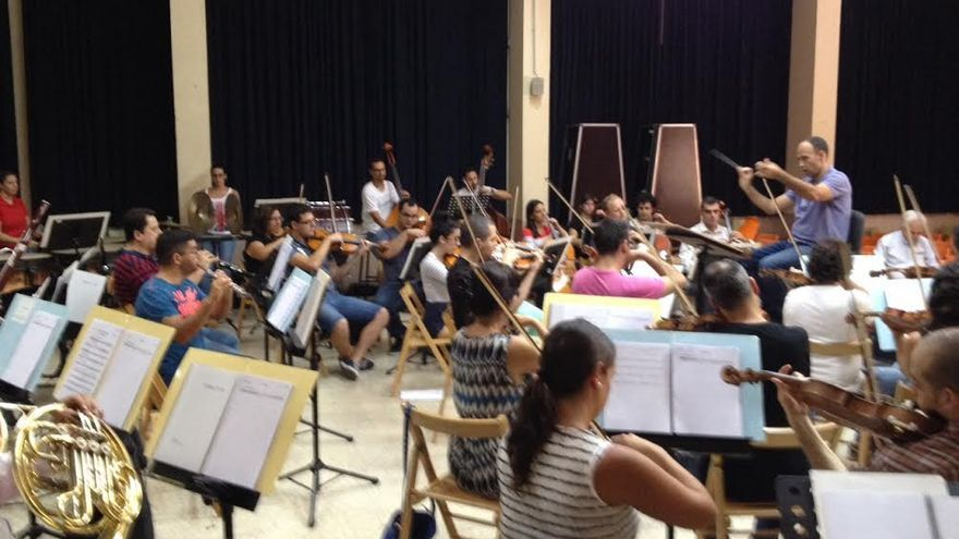 En la imagen, un ensayo de la orquesta de la Bajada de la Virgen.