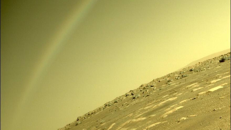 ¿Un arcoíris en Marte? La misteriosa imagen captada por el rover Perseverance de la NASA