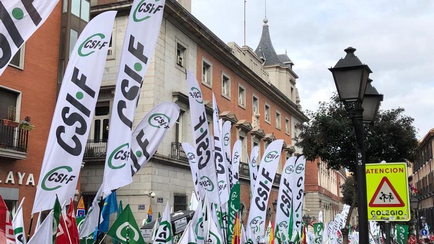 Manifestación de funcionarios de la administración de justicia a su paso por el Ministerio