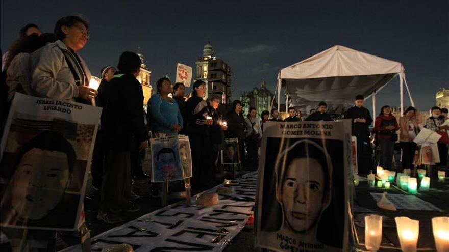 Peña Nieto viaja a China pese a la tensión social por los 43  desaparecidos