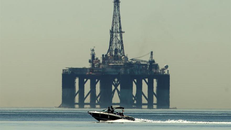 La petrolera italiana Eni pierde 1.242 millones de euros en primer semestre