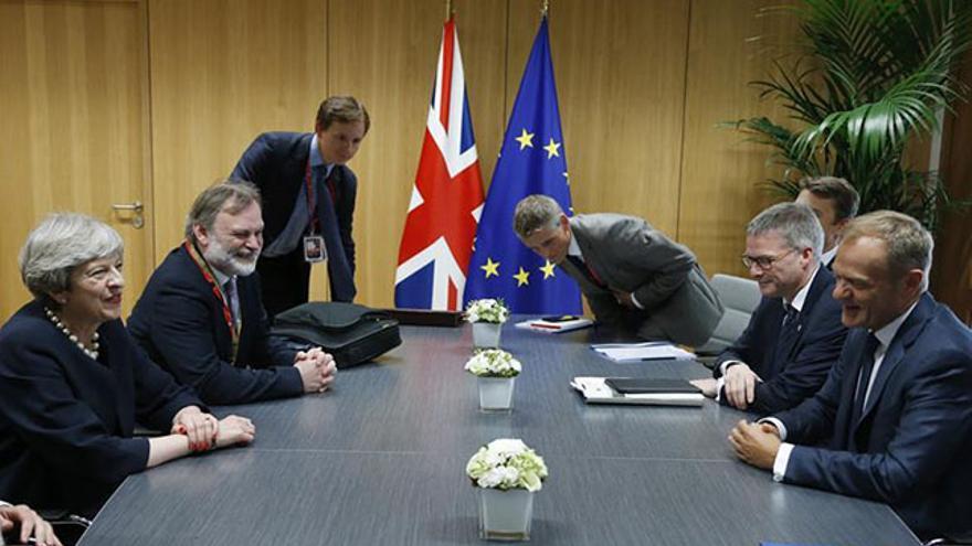 May y el embajador británico ante la UE reunidos con el presidente del Consejo Europeo