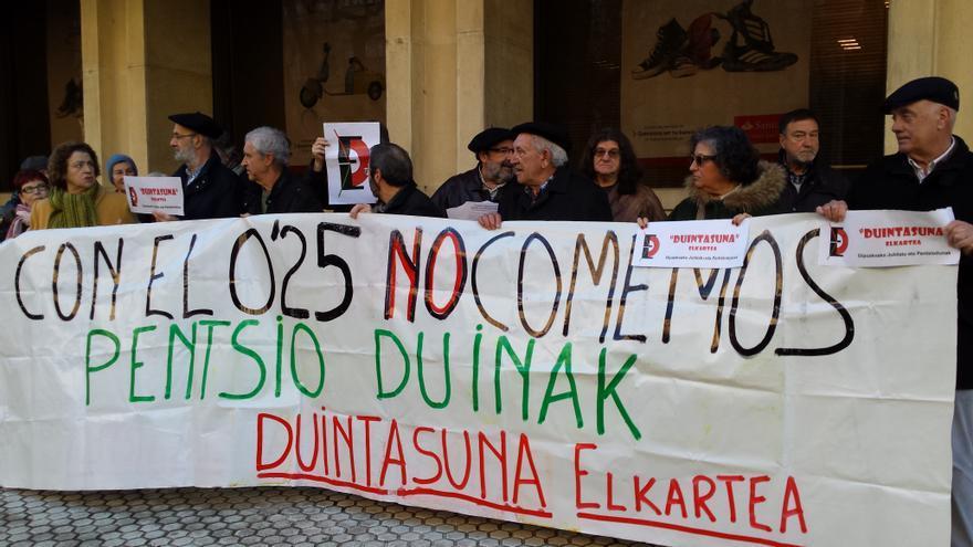 Pensionistas y jubilados se concentran en San Sebastián para reclamar unas pensiones dignas