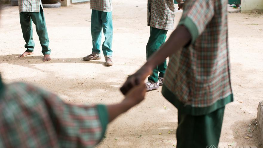 Estudiantes de la Future Prowess Islamic Foundation School (I) en clase de Educación Física. Maiduguri, estado de Borno, Nigeria.