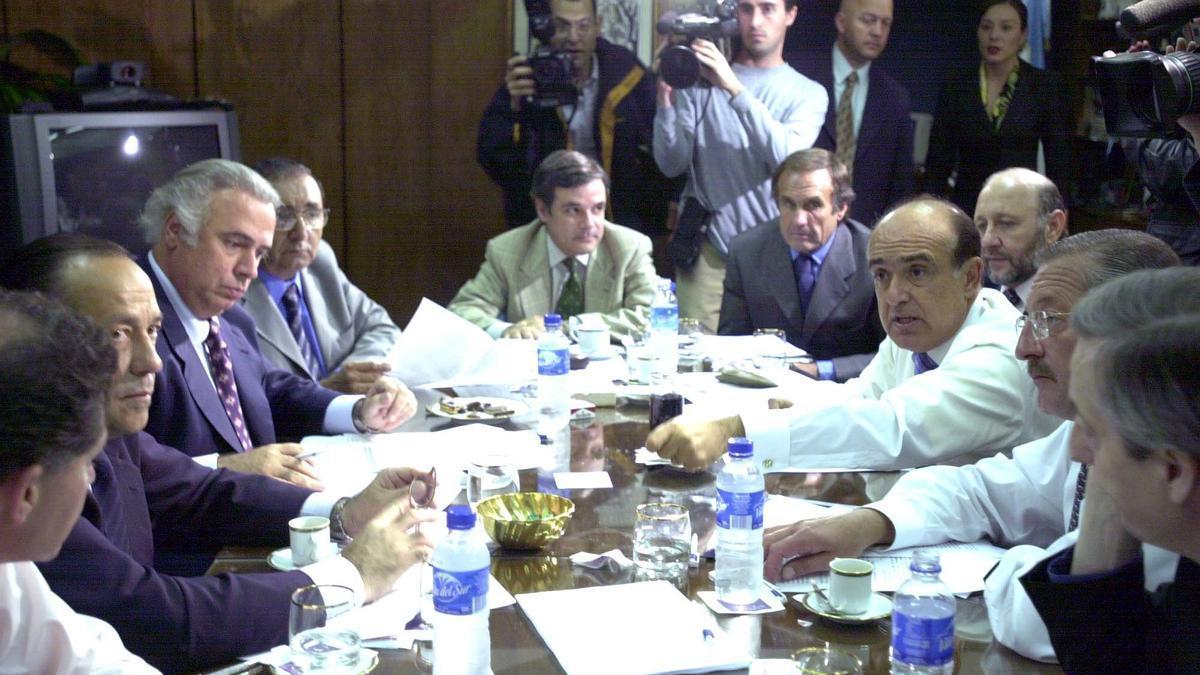 Gobernadores reunidos en el CFI, durante el gobierno de Fernando de la Rúa. Entre ellos, Lole Reutemann. (Foto de Agencia DyN)