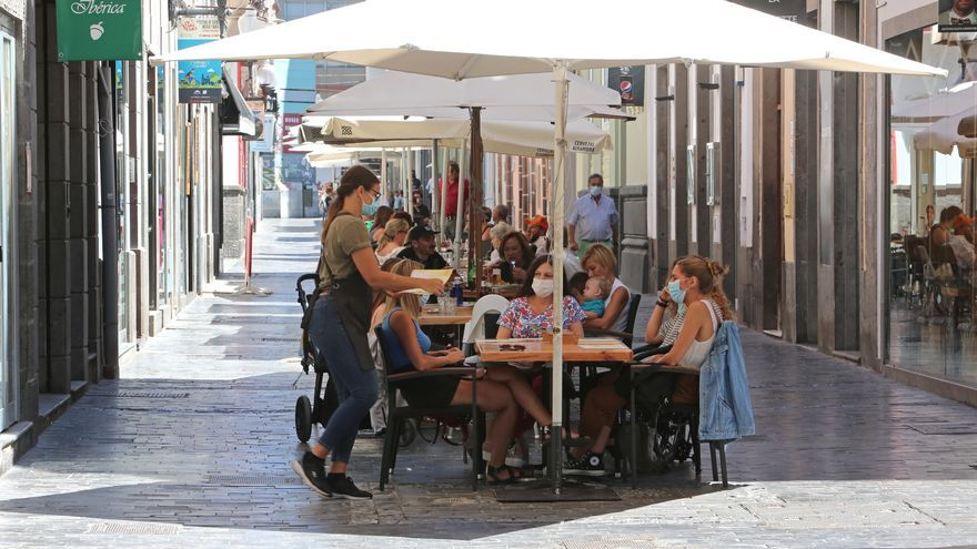 El Gobierno plantea cerrar a las 22.00 horas bares y tiendas en las zonas más afectadas por el coronavirus